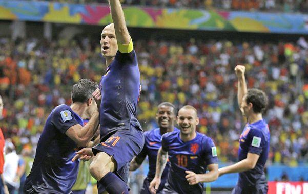El mejor. Robben se puso el equipo al hombro y a puro fútbol guió a Holanda a la victoria. Anotó dos goles.