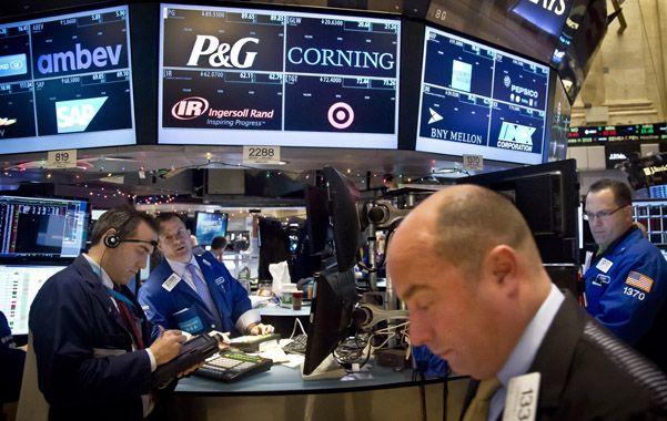 Arbitraje. La caída de los precios del crudo derivó en bajas accionarias en el mercado de Nueva York.