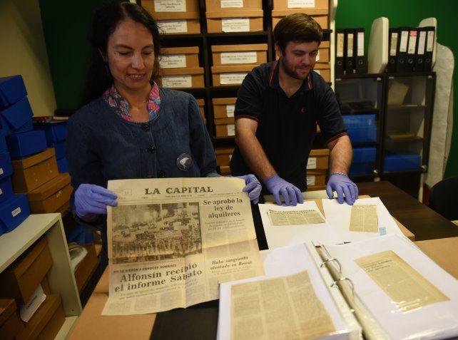 Natalia Chetti y Leonardo Simonetta son profesores de historia y forman parte del personal que recibe y asesora a quienes se acercan al espacio del Museo.