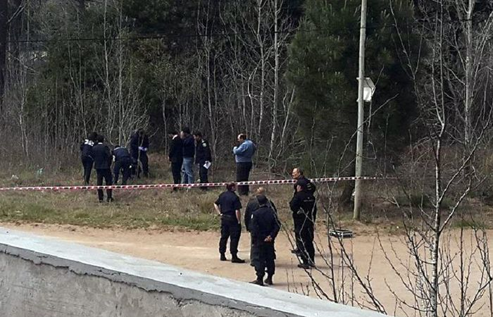 Un hombre que caminaba por el lugar fue quien encontró el cuerpo del niño tirado en el descampado y dio inmediato alerta a la Policía.