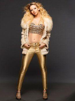 Natasha Bassett hace de Britney.