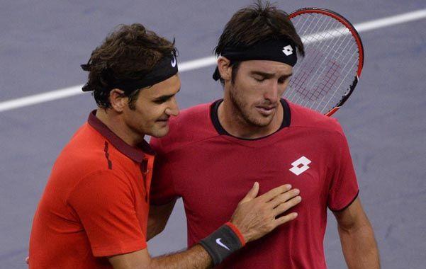 El esfuerzo de Mayer por contener el llanto al saludar a Federer apenas terminó el partido fue la síntesis de cuán cerca se sintió de escribir el capítulo más glorioso de su carrera.