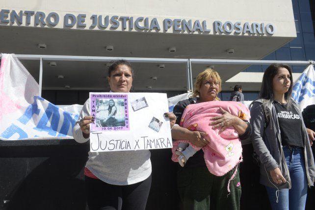 Familiares de Tamara Godoy durante una de las tantas marchas para reclamar justicia por el crimen de la joven.