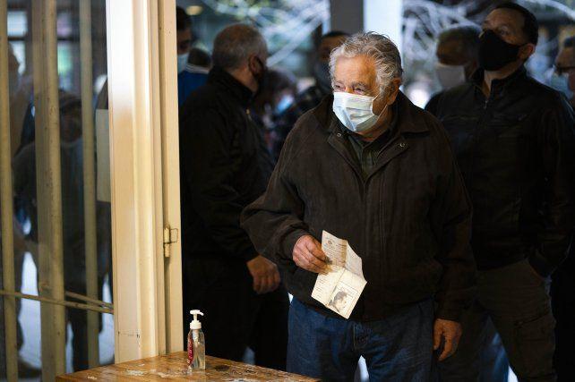 José Pepe Mujica ya está en su casa luego de ser operado del esófago.