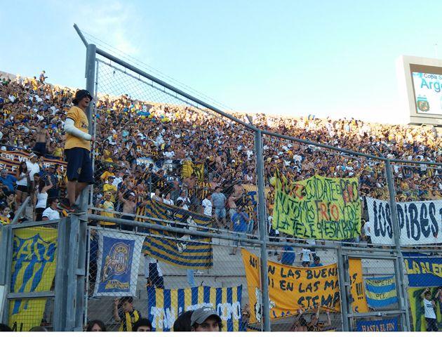 Los hinchas canallas coparon el estadio Bicentenario de San Juan . (Foto: S. Suárez Meccia)