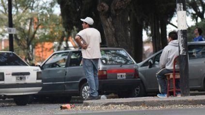 Cada vez más. Los trapitos copan las zonas de mayor concentración de  gente, tarifan el estacionamiento y, en muchos casos, son violentos.