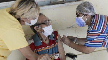 Grupo de riesgo.Los adultos mayores están cubiertos por el plan provincial de inmunizaciones