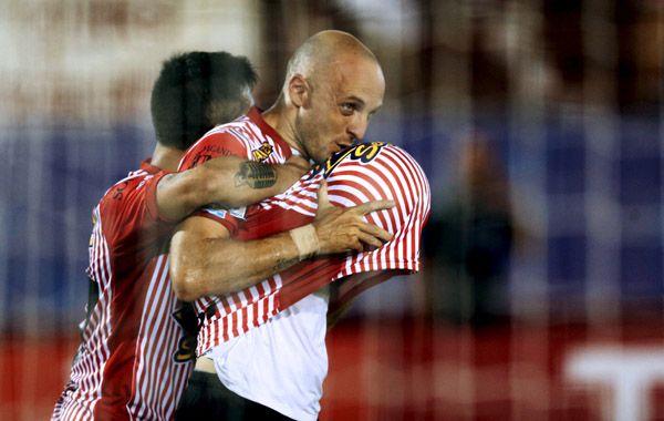 Mancinelli colaboró con la goleada que encienda la esperanza de Huracán en la Copa.