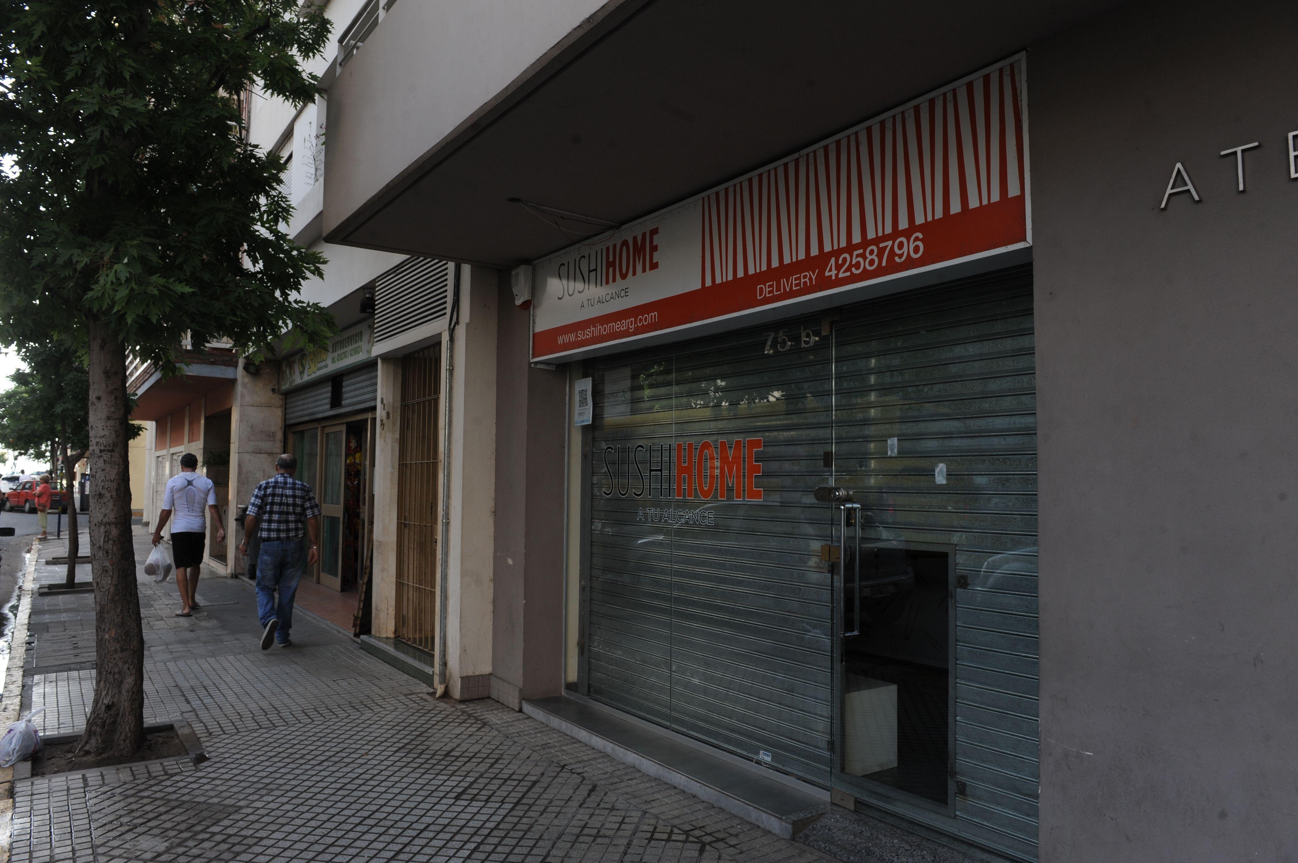 El local asaltado anoche en Moreno al 75 bis. (Foto: Sergio Toriggino)