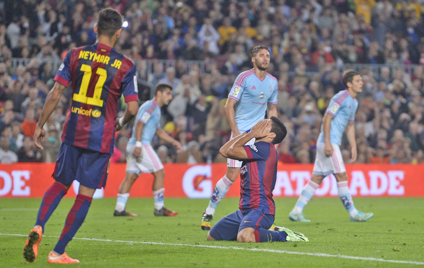 Realidad. Luis Suárez no puede creer la derrota ante el aguerrido Celta.