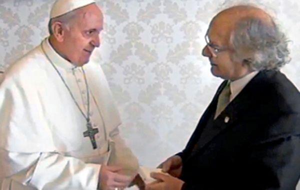 Francisco recibe a Pérez Esquivel en el Vaticano.