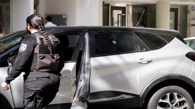 Uno de los tiros perforó una de las ventanas del Renault Capture que conducía Damián Abdelmalek.