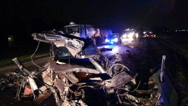 Piñero: dos muertos en un choque frontal entre un auto y un camión sobre la ruta 18