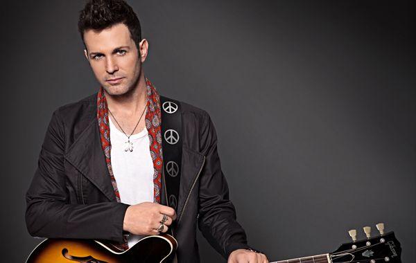 El cantante publicó un mensaje en Twitter despidiendoa su mamá.