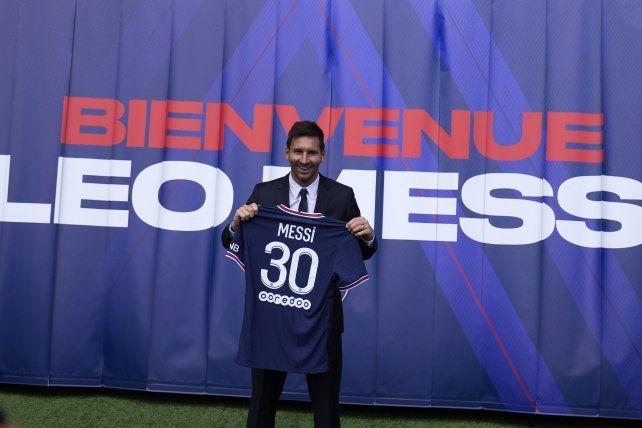 Leo Messi con la 30 del elenco parisino.