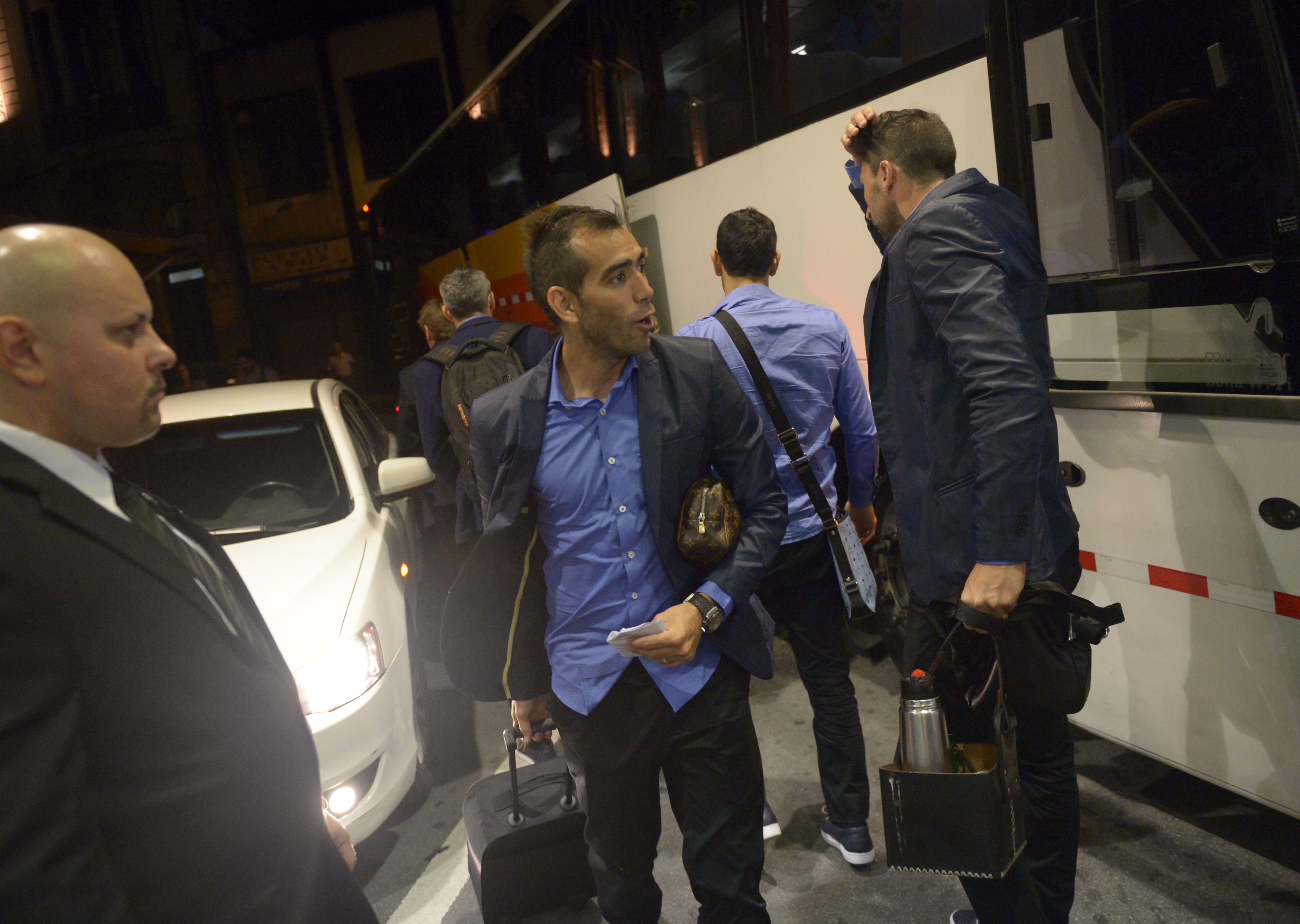 El Chelito Delgado en la llegada al hotel en Montevideo. (Fotos: Héctor Río)