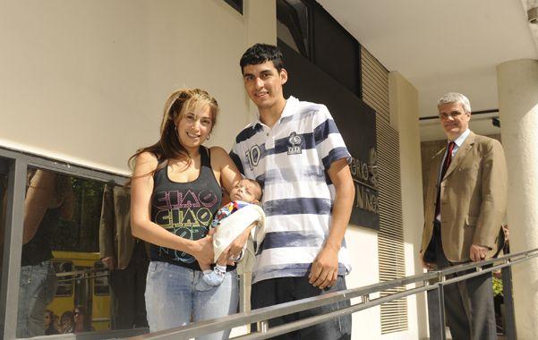 Felices. Samuel junto a sus papás