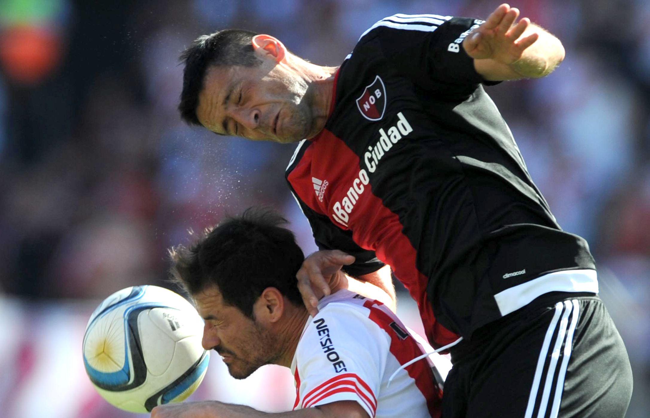 El Coty Fernández se impone en el duelo ante el uruguayo Mora.