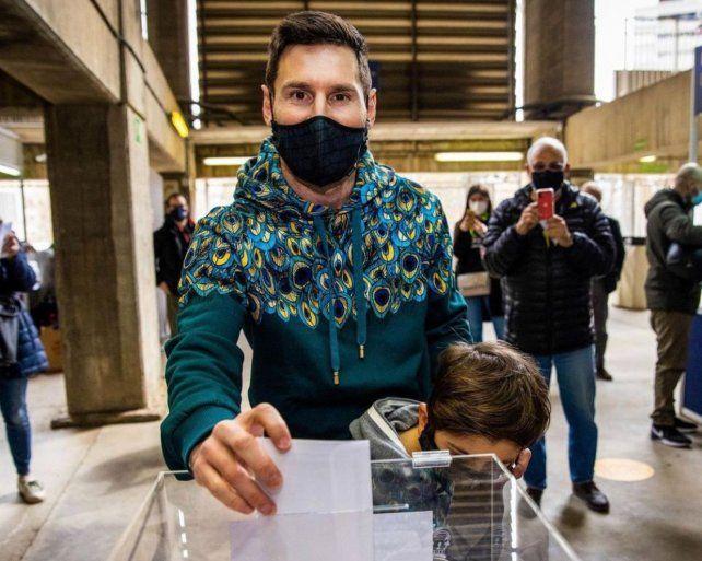 Messi fue a votar en las elecciones de Barcelona junto a su hijo Thiago