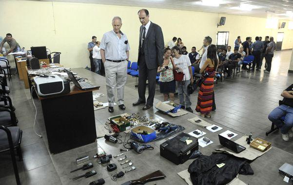 Observadores. El ministro Raúl Lamberto y el jefe de policía provincial