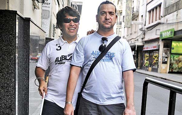Patricio y Maximiliano (junto a Bandit) defienden sus derechos. (Foto: E. Rodriguez)
