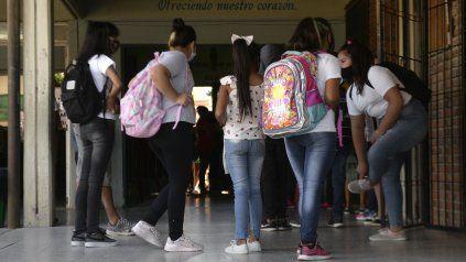 Volver a las aulas. Los chicos ya comenzaron progresivamente a regresar a los edificios escolares y el lunes lo hará el resto del alumnado.