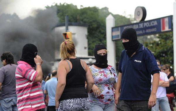 Protesta. Los manifestantes prometen quedarse en Lagos al 5200 hasta que el gobierno atienda su pedido. (foto: Francisco Guillén)