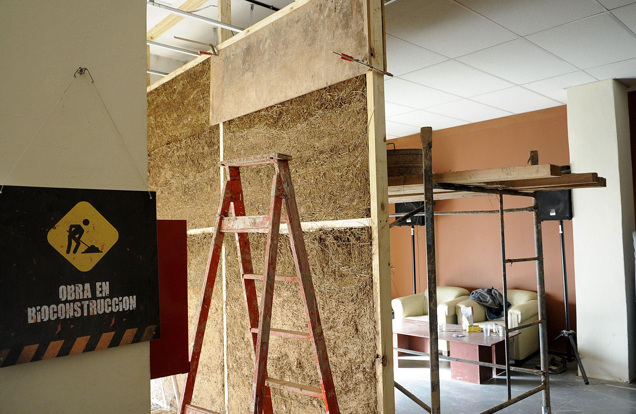 Innovación. Las obras se realizan con una particular técnica de construcción que incluye barro y materiales no industrializados. (foto: Francisco Guillén)