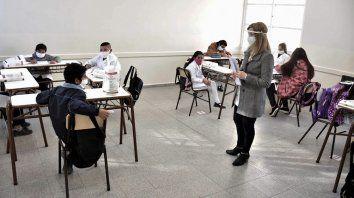 El gremio insiste en la importancia de la vacunación de los docentes e hicieron una propuesta de protocolo para las aulas.
