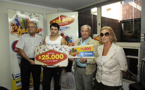 A disfrutarlo. Los afortunados recibieron el premio en La Capital.