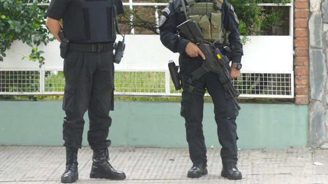 La compra de armamento para la policía quedó frenada tras un fallo de la Justicia.