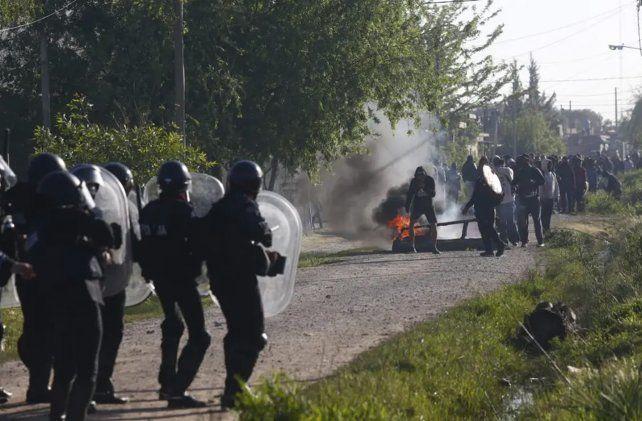 Guernica: incidentes entre ocupantes de terrenos y la policía durante un desalojo