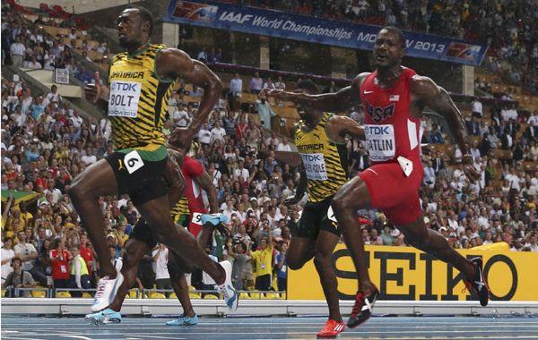 El velocista jamaicano logró una marca de 9.77 por delante del estadounidense Justin Gatlin.