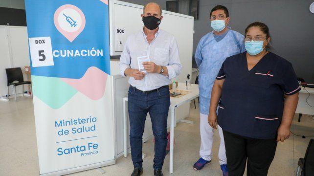 El gobernador se aplicó la primera dosis de la Sputnik V en Centro de Especialidades Médicas Ambulatorias de Santa Fe.