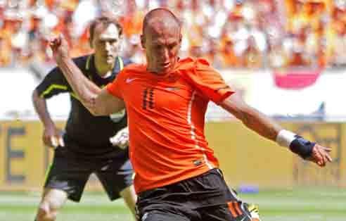 Holanda se completa con Robben