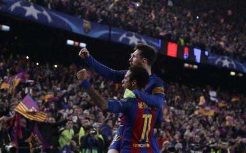 Dupla letal. Neymar y Messi fueron pieza clave en la goleada a los franceses. El crack brasileño hizo dos goles y el gran Leo uno.