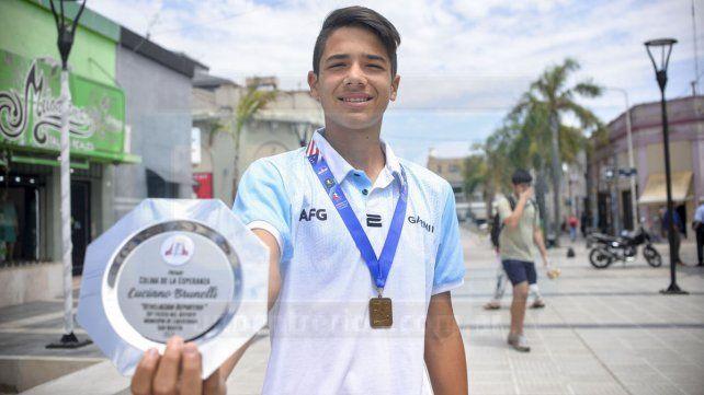 Luciano ganó un torneo en EE. UU. con 13 años. Es muy importante el premio. Allá el nivel es bueno