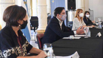 El ministro Trotta encabezó el encuentro con representantes de Salud.