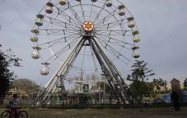Parque Independencia. En agosto de 2013 dos chicas murieron tras subir a una góndola de La vuelta al mundo.