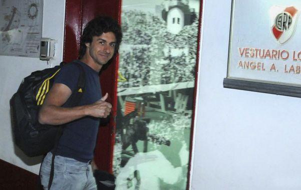 De regreso. Pablo Aimar ingresa al Monumental tras varios años.