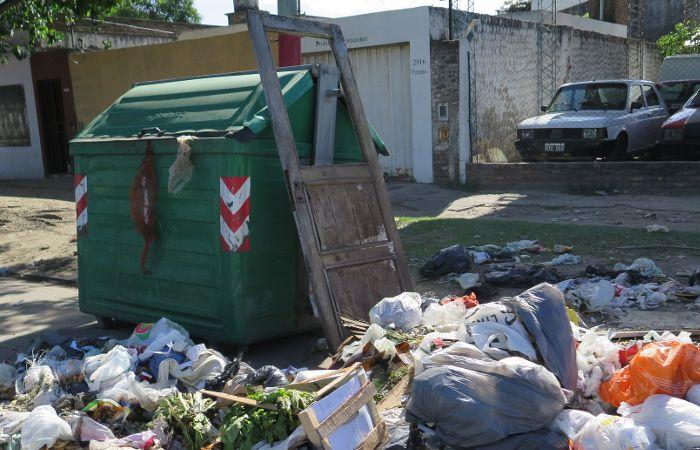 Miatello quiere explicaciones por la proliferación de contenedores desbordados de basura. (foto archivo: Alfredo Celoria)