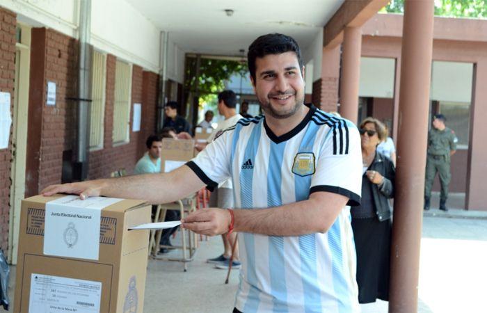 Cleri votó en Rosario y esperará los resultados de la elección en el club Sportivo América.