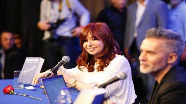 Cristina Fernández dialogó con el periodista Marcelo Figueras en un acto en La Matanza.
