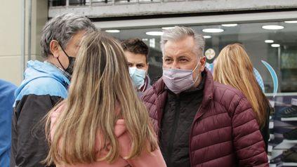 En el último día de campaña, Lewandowski recorrió barrios de Rosario y dialogó con los vecinos.