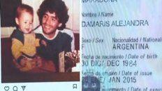 La supuesta prueba. Diego Maradona con Damaris, de acuerdo a lo que mostró la mujer. También hizo público su DNI.