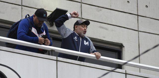 Los hinchas de Newells preparan una fiesta para recibir a Maradona