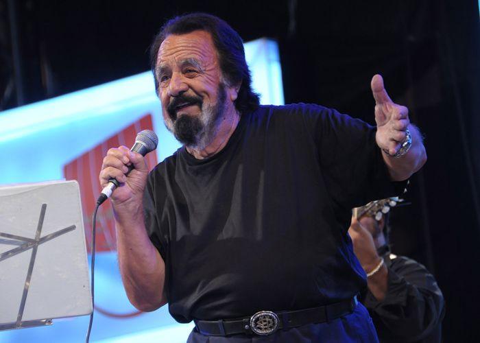 El cantante tiene 90 años y 57 discos solistas.