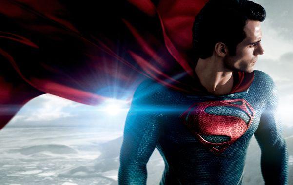 Invencible. El británico Henry Cavill se pone esta vez en la piel de Superman. Hace 75 años el personaje aparecía por primera vez en una historieta.