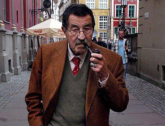 El escritor nació el 16 de octubre de 1927 en la ciudad polaca de Gdansk.