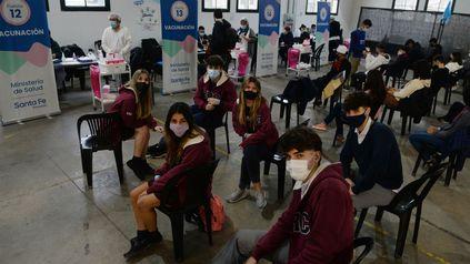 En Rosario comenzó la vacunación a los chicos de entre 12 y 17 años.